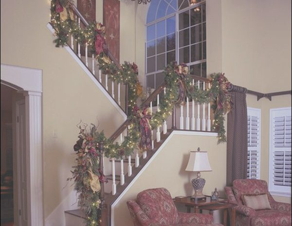 13 Clever Decorating Stairs for Christmas Pictures Stock