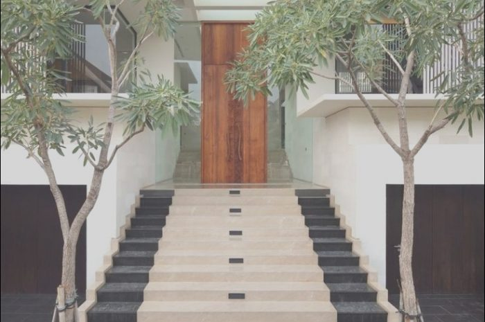 14 Peaceful Modern Entrance Stairs Design Gallery