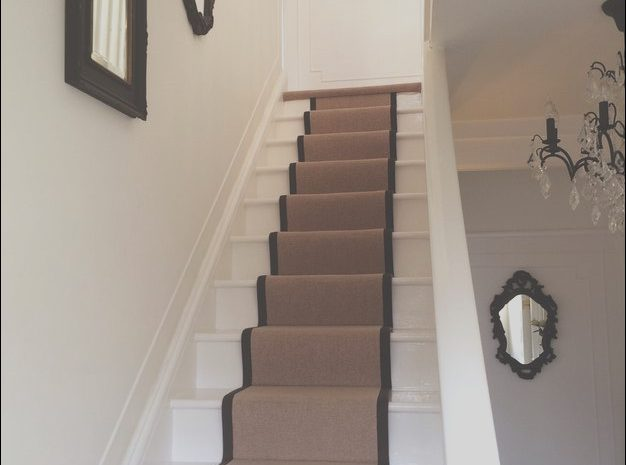 12 Clean Narrow Stairs Decor Ideas Images