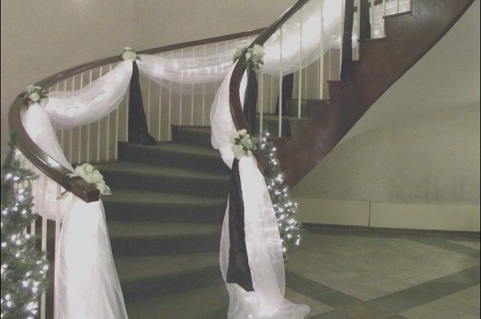 11 Trending Stairs Decor for Wedding Stock