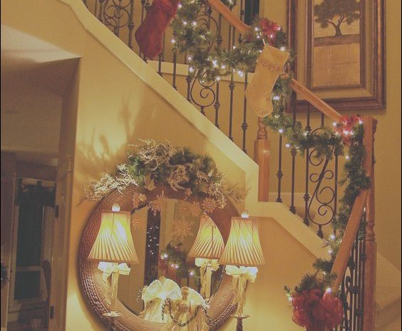 10 Cheap Stairs Table Xmas Image