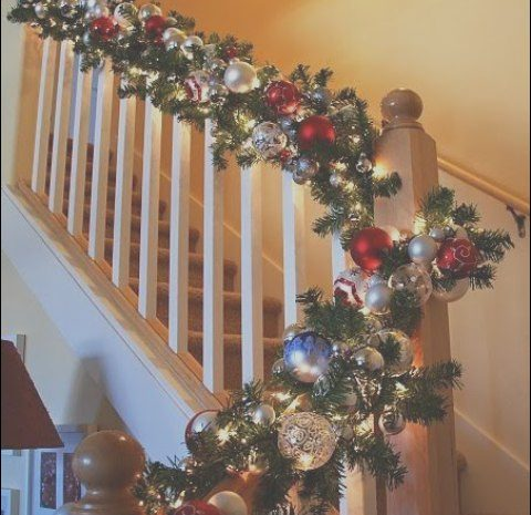 15 Prestigious Christmas Decorating Ideas – Garland On Stairs Gallery