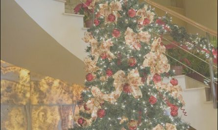 Decorating Your Stairs for Christmas Best Of How to Decorate Your Stairs for Christmas
