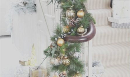 Diy Christmas Decor for Stairs Elegant 19 Stunning Christmas Staircase Decorations