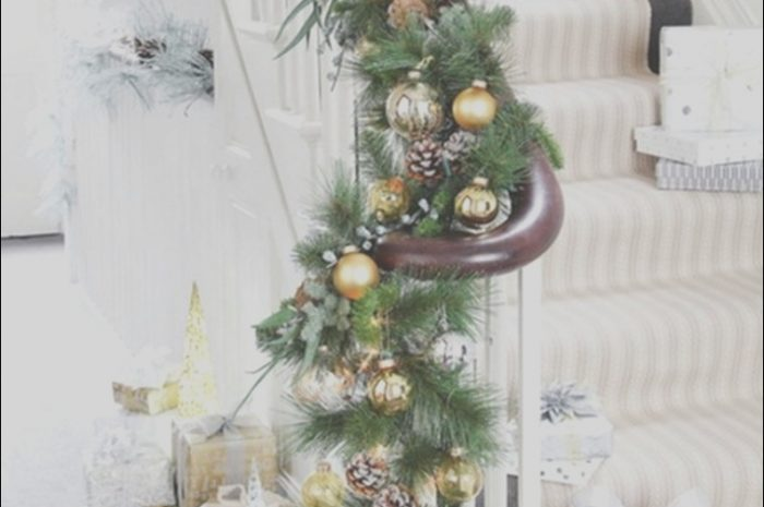 13 Classic Diy Christmas Decor for Stairs Photos