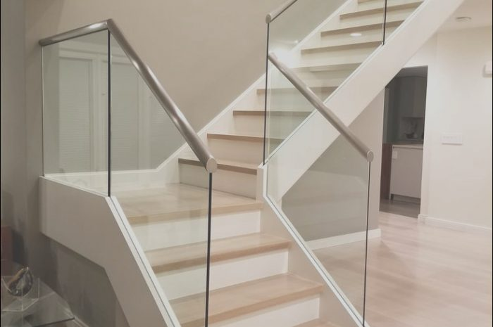 14 Simplistic Glass Panels for Interior Stairs Image