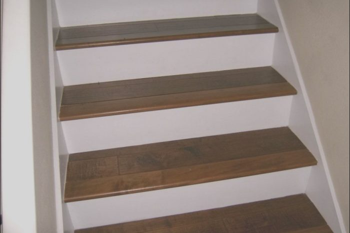 12 Qualified Wooden Stairs White Risers Image