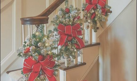 Xmas Decor for Stairs Luxury 551 Best Christmas Stair Decor Images On Pinterest