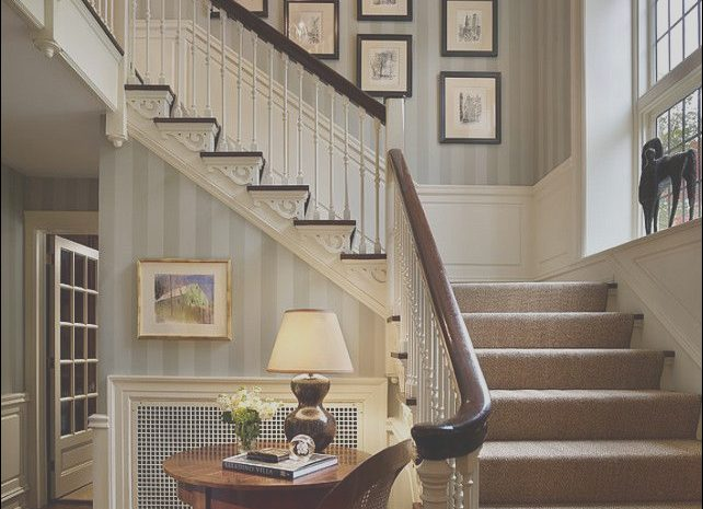 14 Quoet Home Decor Near Stairs Image