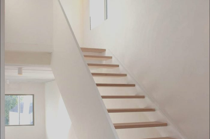 9 Quoet Narrow Stairs Design Image