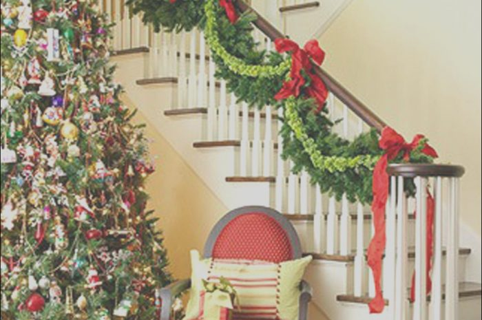 13 Lovely Simple Christmas Decor for Stairs Photography