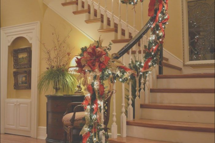 8 Adorable Stairs Christmas Design Images