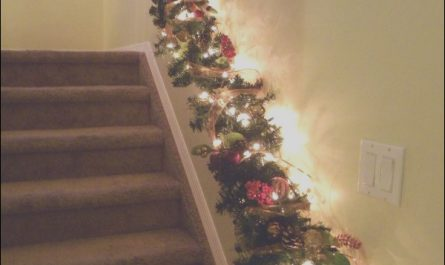 Christmas Decor Ideas for Stairs Luxury Decorate the Stairs for Christmas – 30 Beautiful Ideas