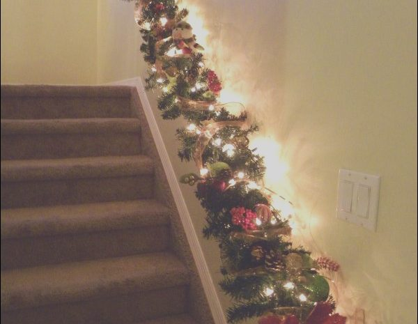 3 Superb Christmas Decor Ideas for Stairs Photos