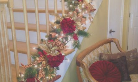Decorating the Stairs for Christmas Luxury Stunning Christmas Staircase Decoration Ideas to Try This