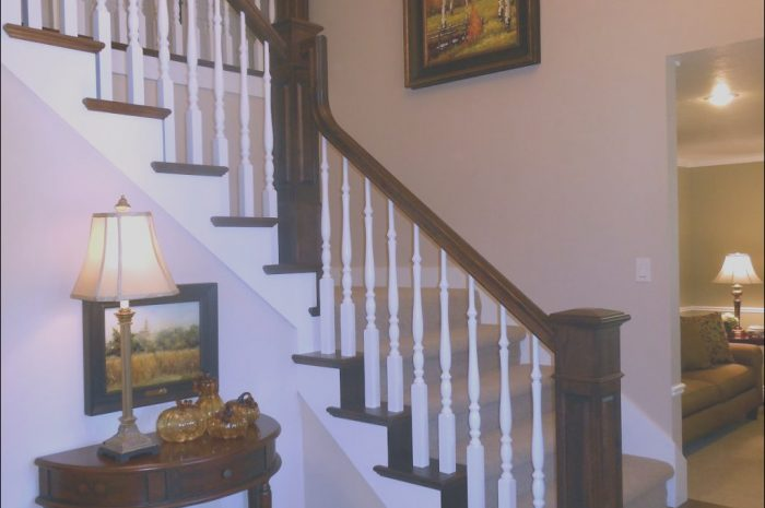 10 Amazing Entry Table Under Stairs Images