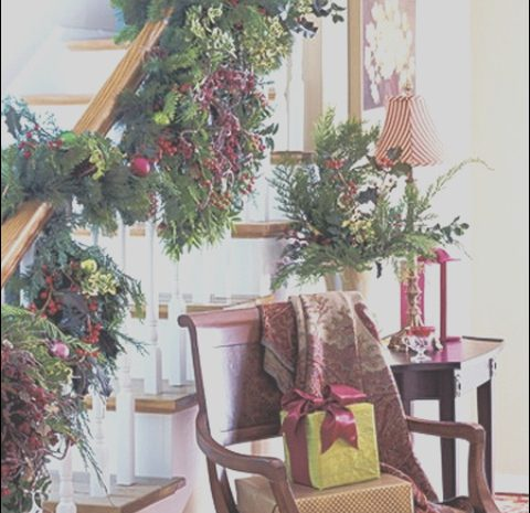 3 Prodigous Stairs Decoration Ideas for Christmas Collection