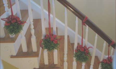 Stairs Minimalist Xmas Awesome 38 Simple Christmas Decorations Stairs Ideas