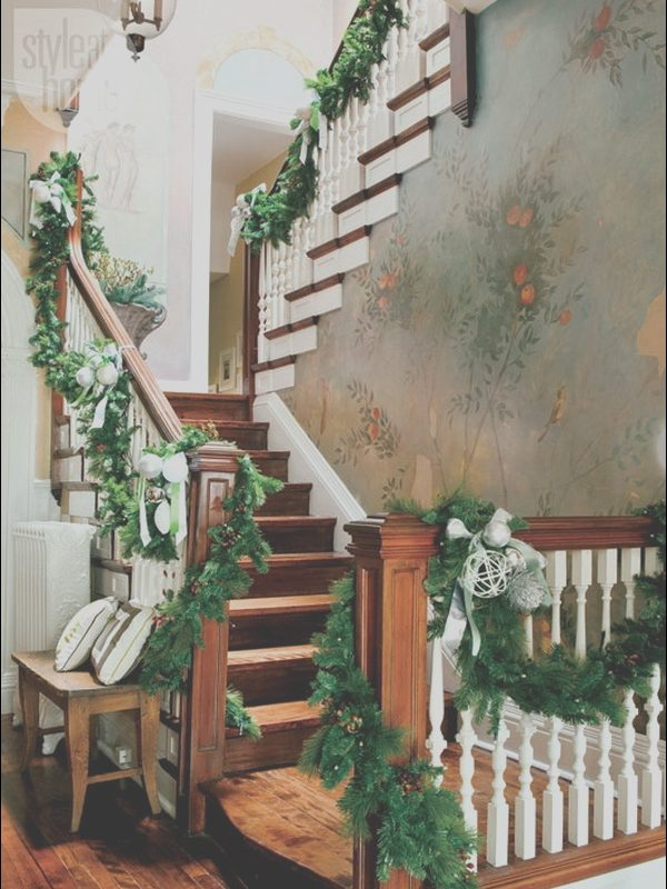 Xmas Decor Stairs Best Of top 40 Stunning Christmas Decorating Ideas for Staircase