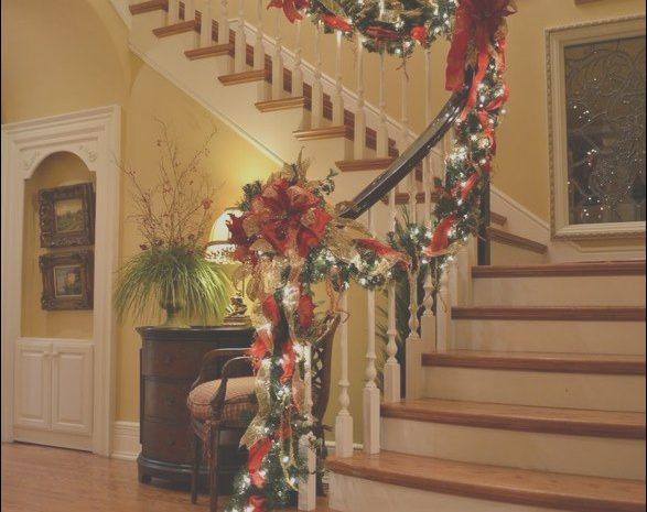 13 Vast Christmas Decorating Ideas for Stairs and Landing Stock