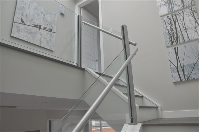 12 Classic Indoor Stairs Glass Railing Image