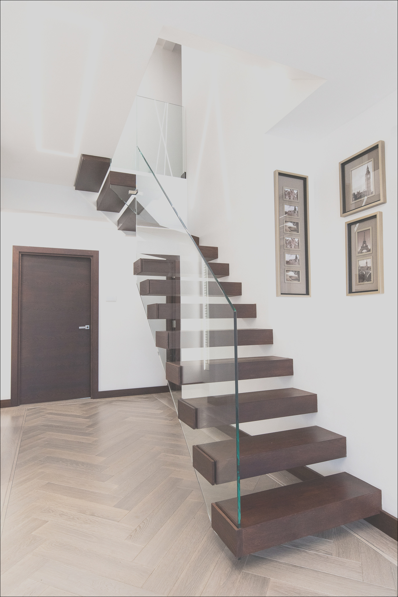 01 floating staircases