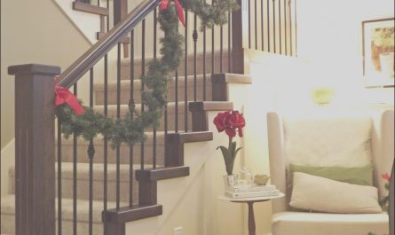 Decorating My Stairs Inspirational Christmas Staircase Decorations Ideas for This Year