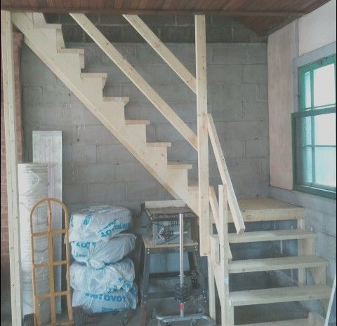 13 Local Garage with Stairs to attic Gallery