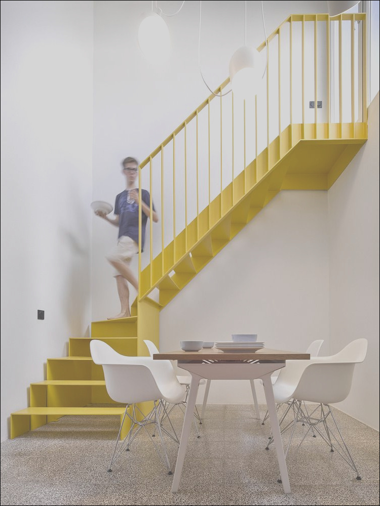 choose the stair railing height