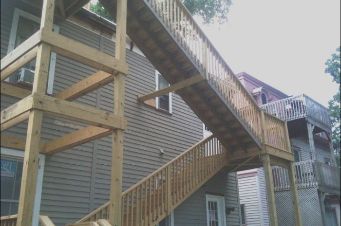 10 Complete Stairs to the Roof Plot Stock