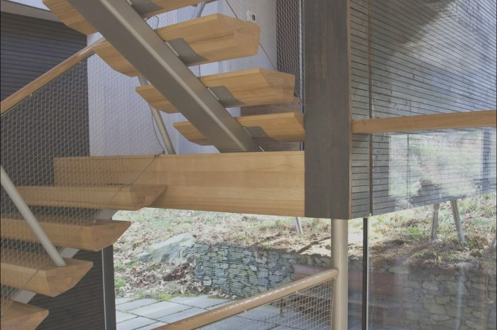 14 Amazing Contemporary Wood and Metal Stairs Image