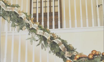 Decorate Stairs for Christmas Elegant Decorate the Staircase for Christmas – 45 Beautiful Ideas