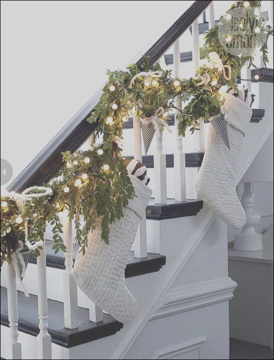 33 ideas decorating stairs for christmas