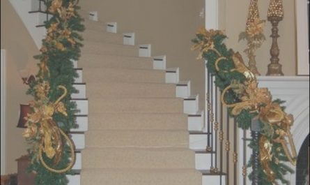 Decorating Stairs for Xmas Luxury Decorate the Stairs for Christmas – 38 Beautiful Ideas to