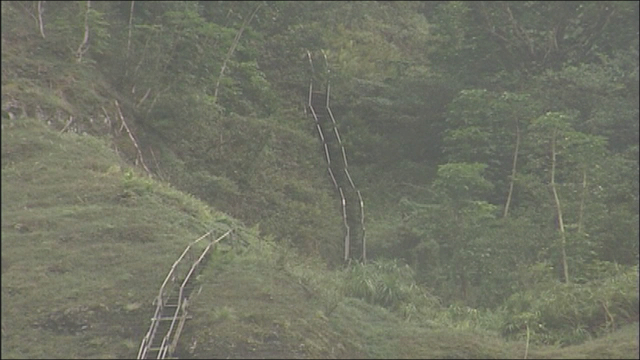 could a restricted parking zone help curb illegal hikers at haiku stairs