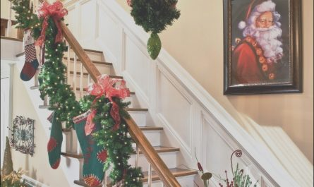 Ideas for Decorating Stairs for Xmas Elegant 25 Ideas for Christmas Staircase Decorations