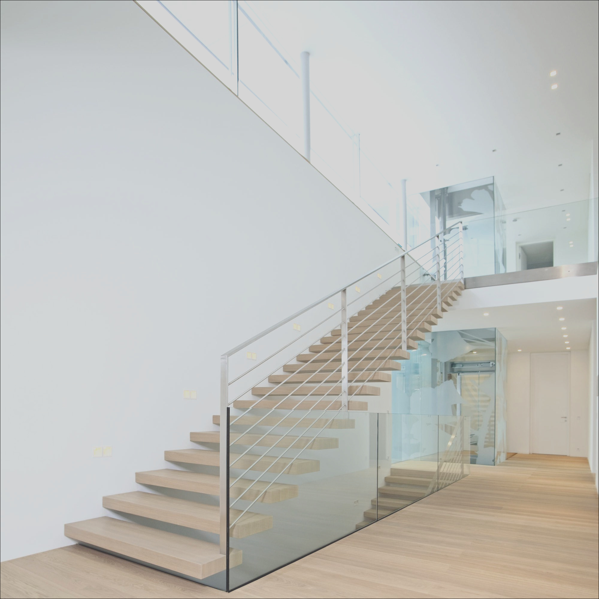 China 2019 New Design Modern Glass Stairs Glass Railing Staircase Build Wood Floating Staircase