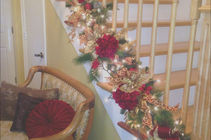 10 Casual Stairs Decorating Ideas for Christmas Collection
