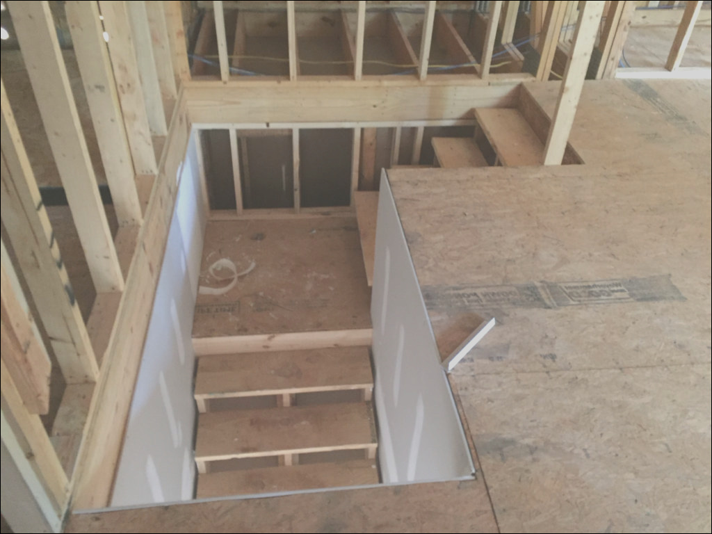 7163 stairs to attic above garage