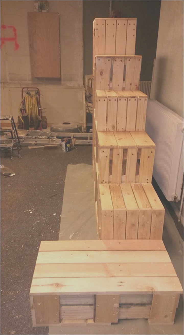 pallet stairs with magazine rack