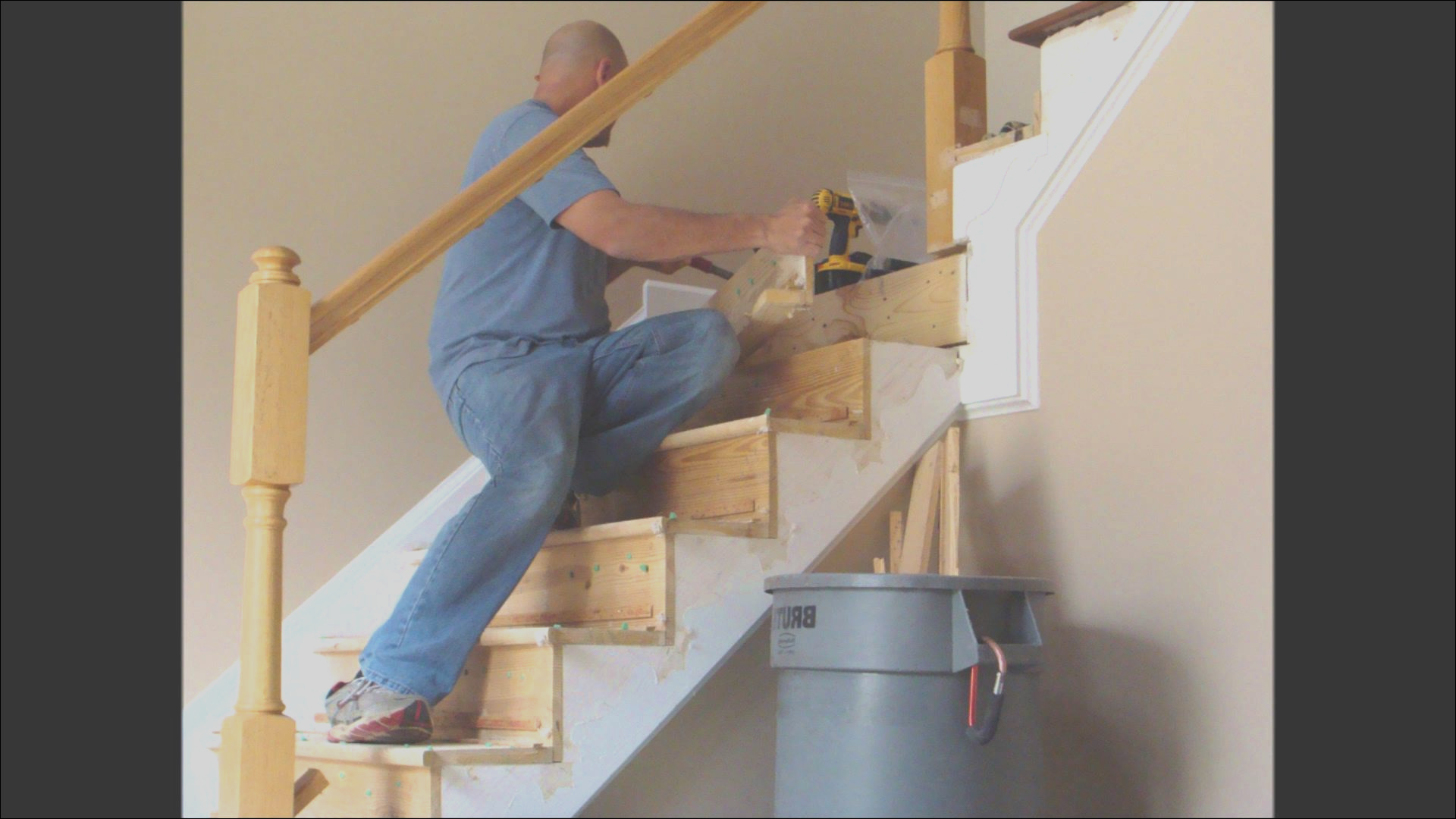 how much does wood stair railing repair cost