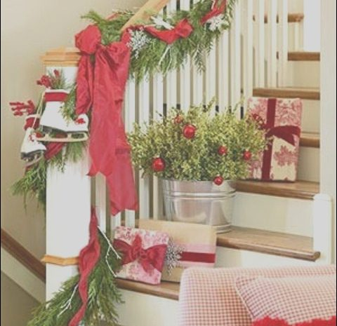 11 Cool Christmas Stairs Decorating Ideas Image
