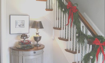 Decor the Stairs Beautiful 30 attractive Staircase Christmas Decorations Ideas