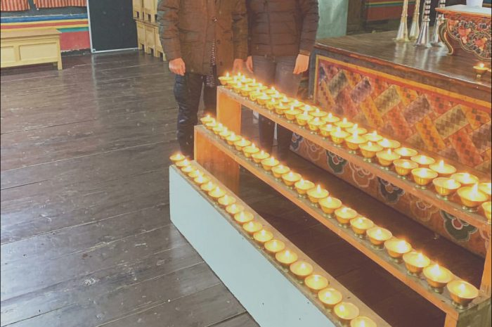 8 Remarkable Decorate Stairs for Diwali Photos