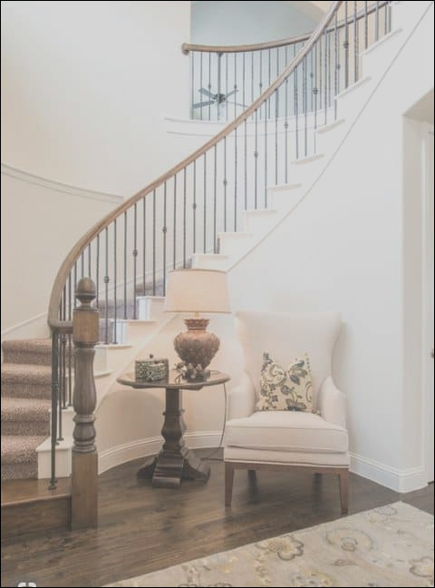 5 ideas to decorate curved stairs