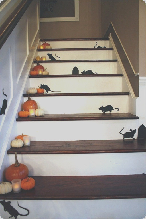 30 fall and halloween decorations for your stairs at home 933