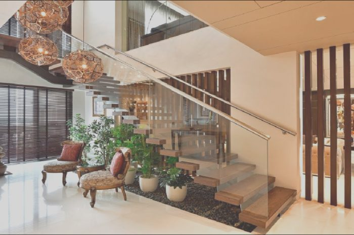 15 Lovely Indian Stairs Design Photos