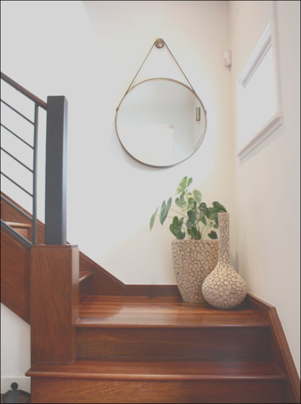 how to decorate landings on stairs