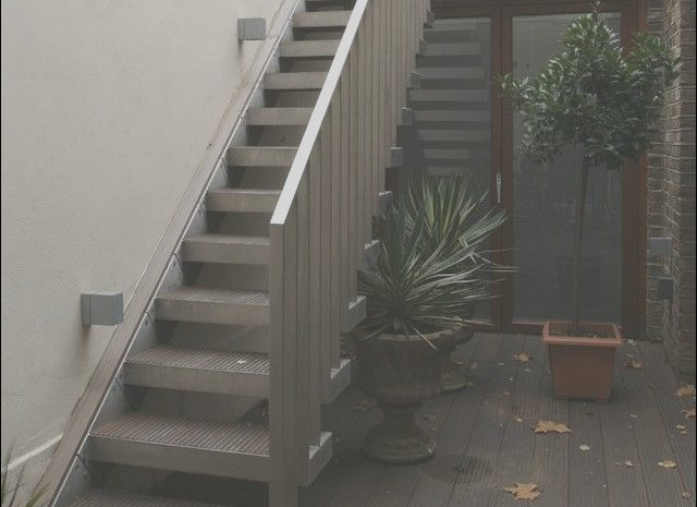 11 Comfortable Outside Entrance Stairs Design Photos