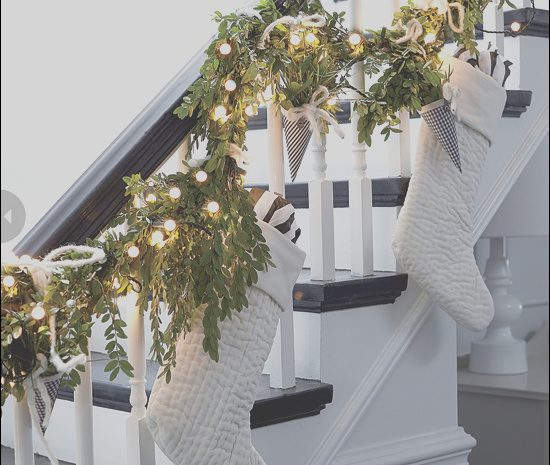 11 Flawless Staircase Christmas Decor Images
